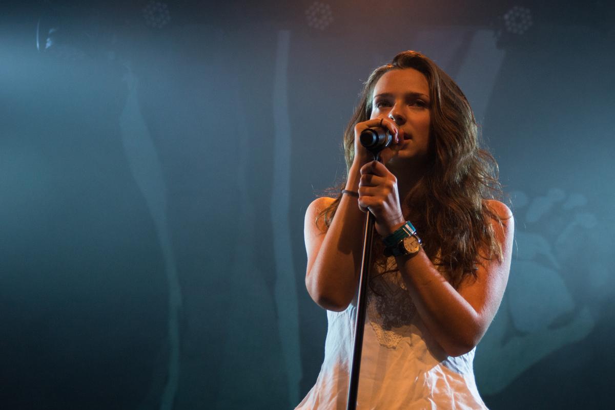 Chanteuse Concert BBM 74